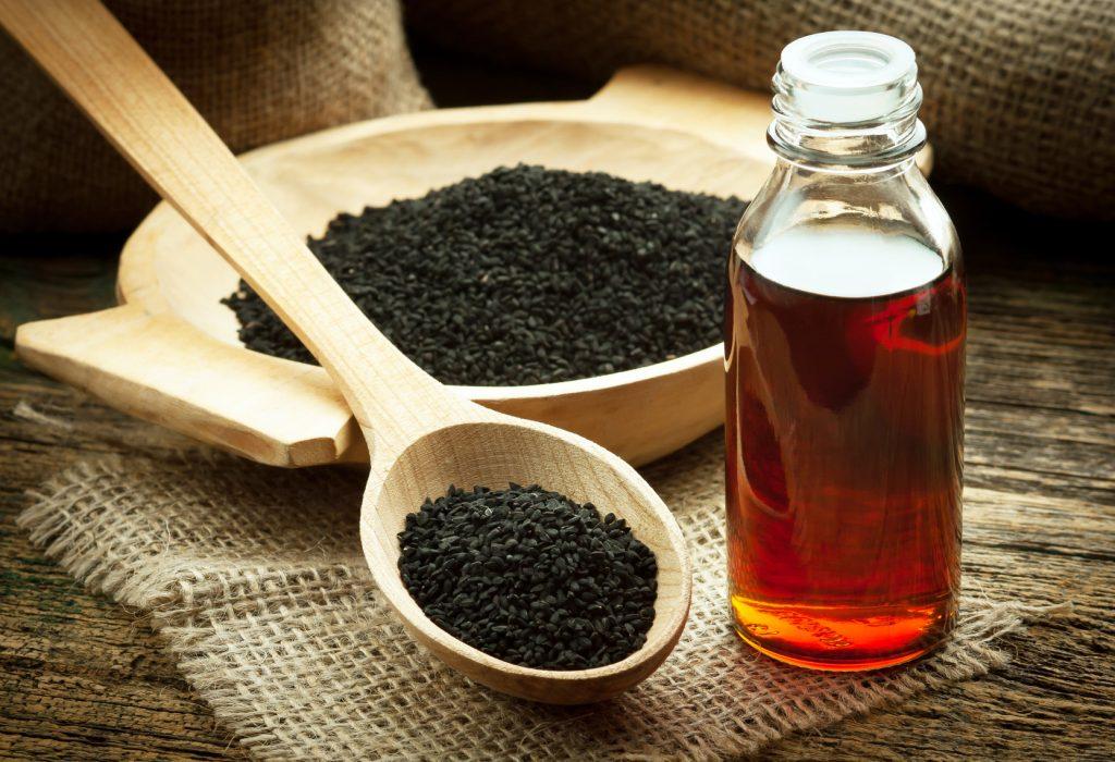 Aus dem Samen der Nigella Sativa wird das Schwarzkümmelöl kalt gepresst (#02)