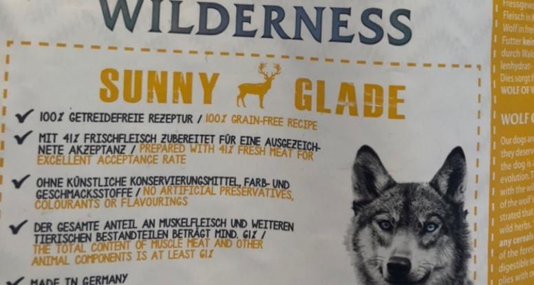 """Die Deklaration der Inhaltsstoffe im Hundefutter """"Wolf of Wilderness Adult """"Sunny Glade"""" - Hirsch"""""""